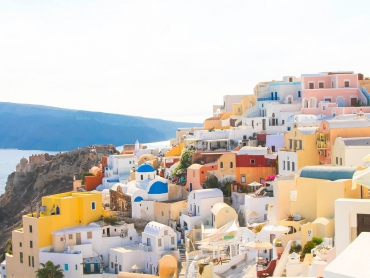 Santorini  :the world's top tourism destinations