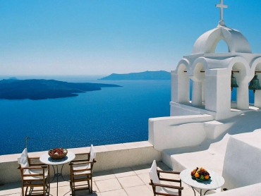 Santorini : Fine vines among the fiery volcanoes